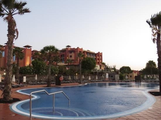 H10 Tindaya Hotel: sunbed run at 6:45am!