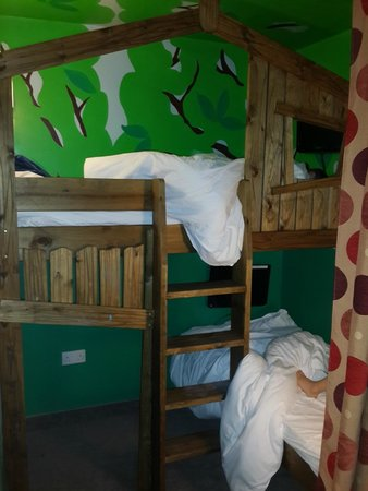 The Gullivers Hotel: Tree house bunk beds!