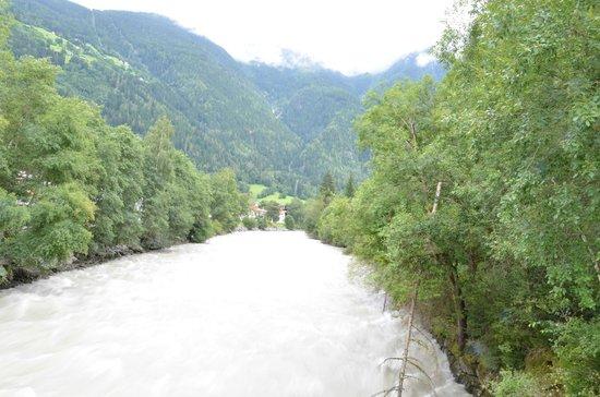 Aktiv Panoramahotel Daniel: River in mountains