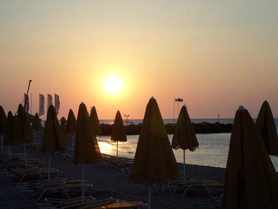 Atlantica Porto Bello Royal : Sunrise on the beach