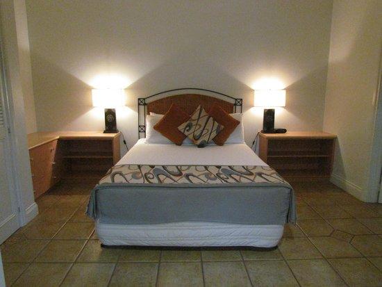 Moonlight Bay Suites: chambre de l'hotel