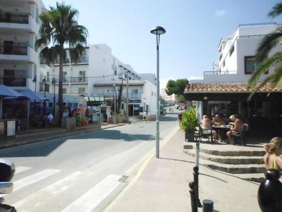 Hostal Mar y Huerta: Hotel entrance from the beach end.