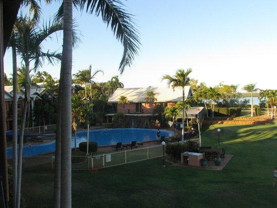 Moonlight Bay Suites: piscine