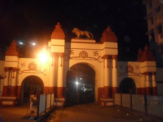 Dakshineswar Kali Temple: Outside the complex