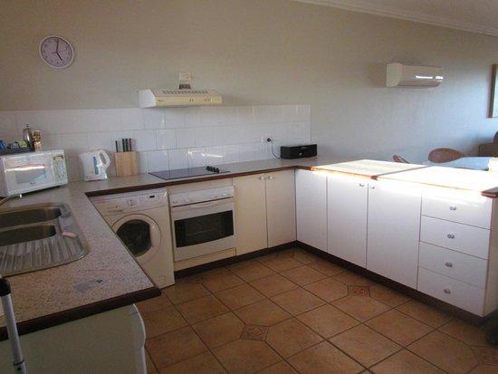 Moonlight Bay Suites: cuisine des appartements