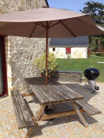 Domaine des Gauliers : La terrasse en granit de notre gîte LA GRANGE*****