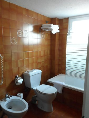 Aparthotel Mariano Cubi: badkamer