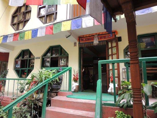 Pilgrims Guest House: Entrata guest house