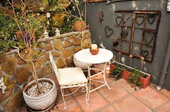 30 Fiskaal Road Guest House: Garden feature