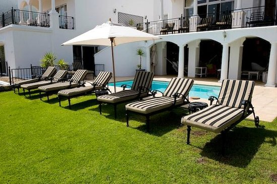 30 Fiskaal Road Guest House: Pool area - full sea view