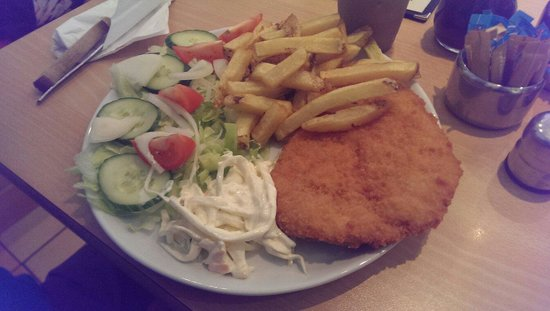 Sails Cafe: Lovely chicken schnitzel :)