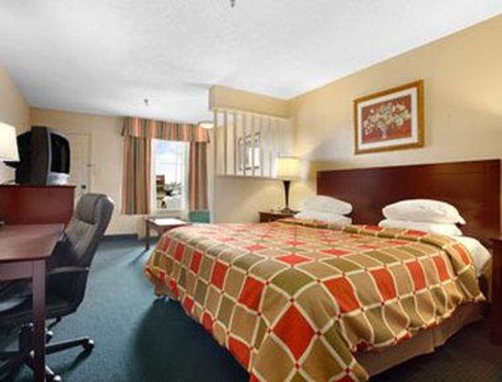 Super 8 New Iberia: Standard One King Bed Room