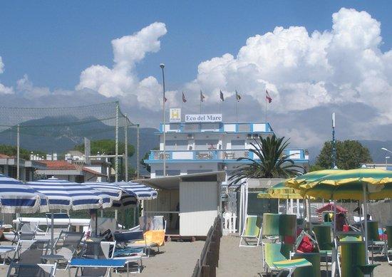 Hotel Eco del Mare : vue de l'hotel les pieds dans l'eau