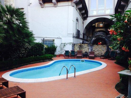 Hotel Costantinopoli 104 : Piscine