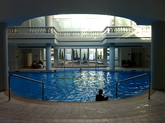Trianon Palace Versailles, A Waldorf Astoria Hotel : Piscine très agréable
