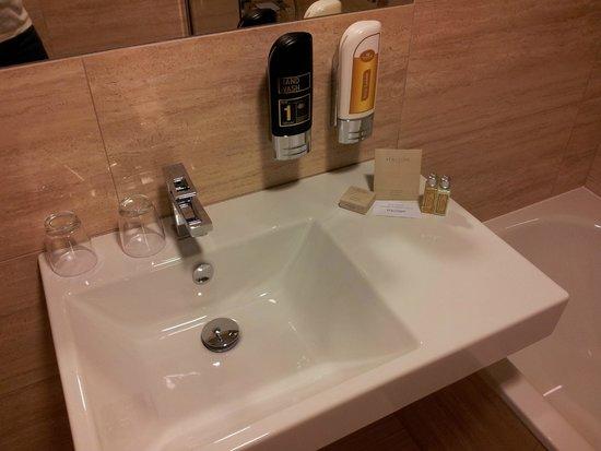 Grandior Hotel Prague: Il bagno...