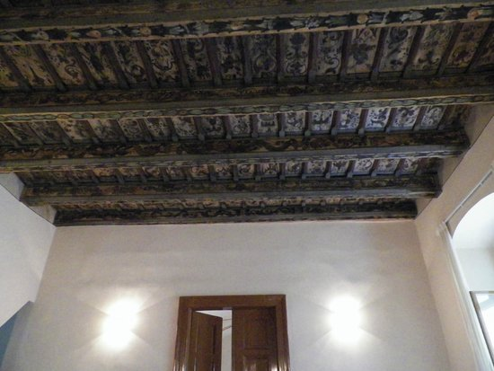 Royal Boutique Residence: the ancient ceiling