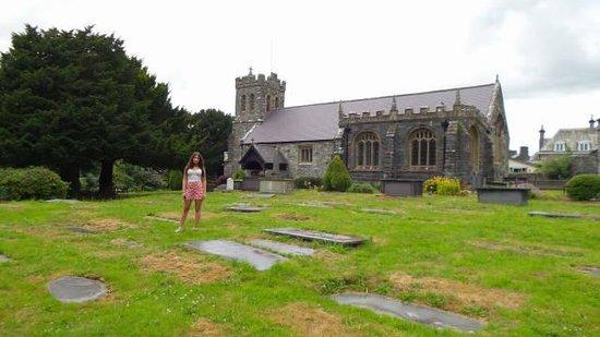 St Grwst Church: Vista por fora