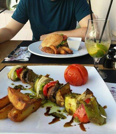 Taste: Gemüsespieß und Cocktail