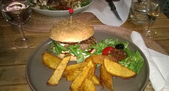 Mamma Corsica : Des spécialités corses dans un burger!