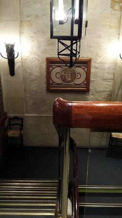 L'Entrecote : interni, scalinate