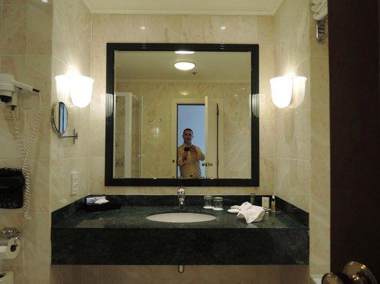 Hilton Antwerp Old Town: baño