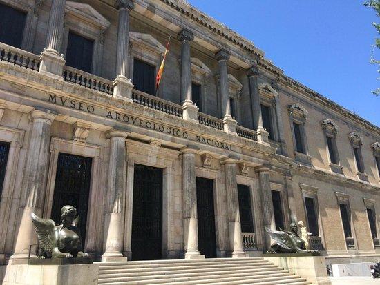 Museo Arqueologico Nacional: Fachada del Museo