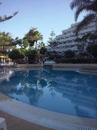 Spring Arona Gran Hotel : Pool area in the morning