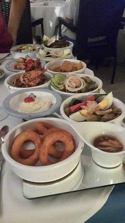 Restaurant Dar Zarrouk : Entrées variées sur miroir
