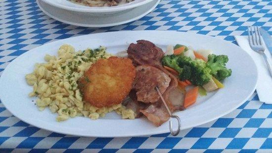 Roßstall - Kur-Gutshof Arterhof: Filetspieß mit Rösti, Gemüse und Knöpfle
