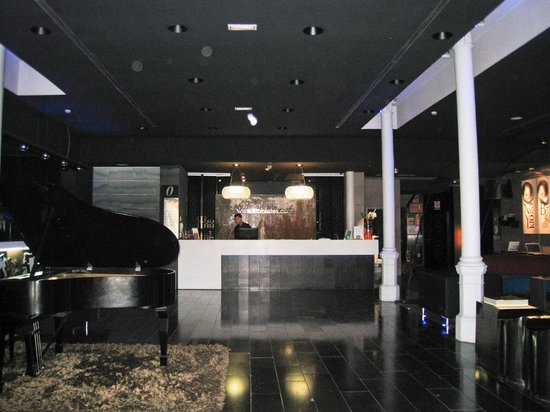 Petit Palace Museum Hotel: Front lobby