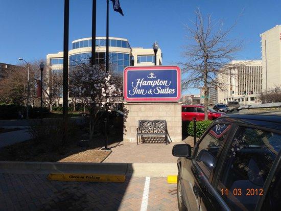 Hampton Inn & Suites Reagan National Airport: .
