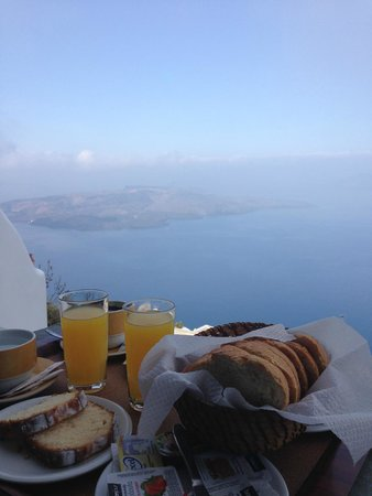 Kafieris Apartments On The Cliff: colazione dal terrazzo di camera