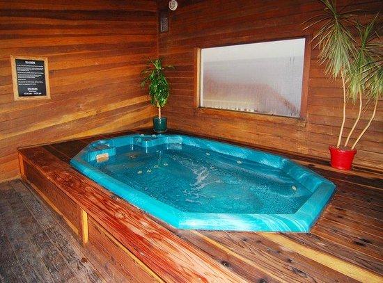 Best Western Alpenglo Lodge: Hot Tub