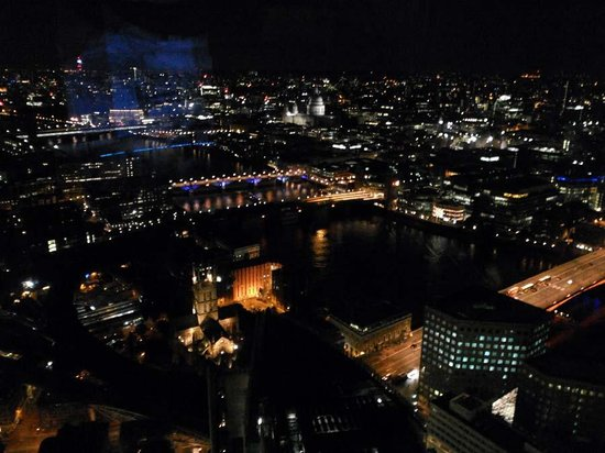 Shangri-La Hotel, At The Shard, London: Night View from the room