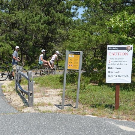 Province Lands Visitor Center : Caution signs