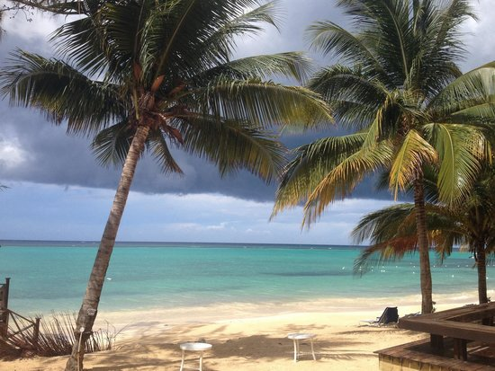 Jewel Dunn's River Beach Resort & Spa, Ocho Rios,Curio Collection by Hilton: Beach near pier