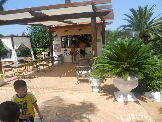 La Costa Smeralda: bar piscina