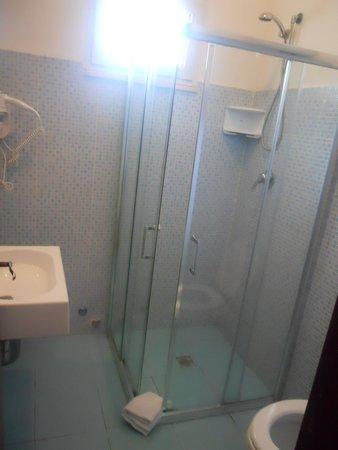 La Costa Smeralda: bagno camera