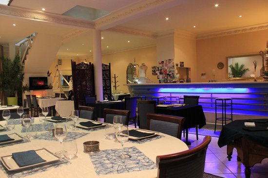 River Dream: Salle du Restaurant