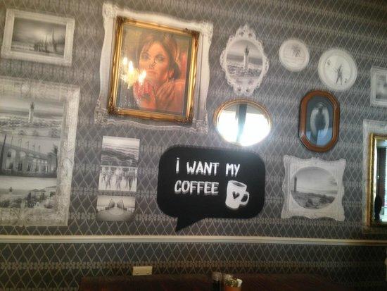 Vovo Telo: back wall of restaurant