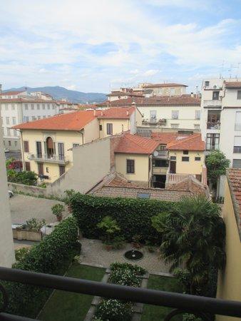 Principe Hotel : vue du balcon de la chambre (calme)