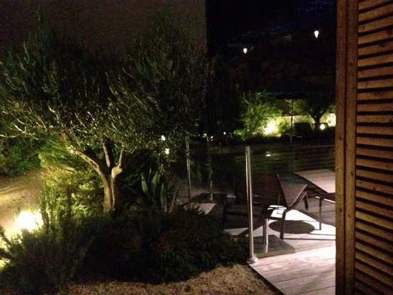 Courtyard Marriott Montpellier : Room no 1 terrace to pool
