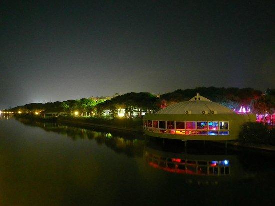 Robinson Club Nobilis: Вид с реки на отель вечером