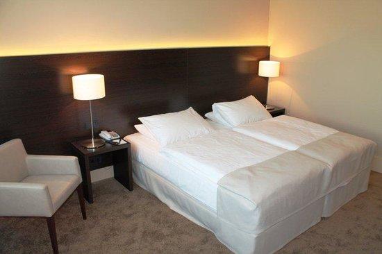 relexa hotel Airport Düsseldorf-Ratingen: DoubleTwinroom