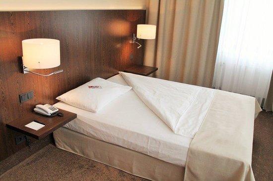relexa hotel Airport Düsseldorf-Ratingen: queen room