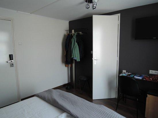 Hotel The Golden Bear: El armario es esa percha