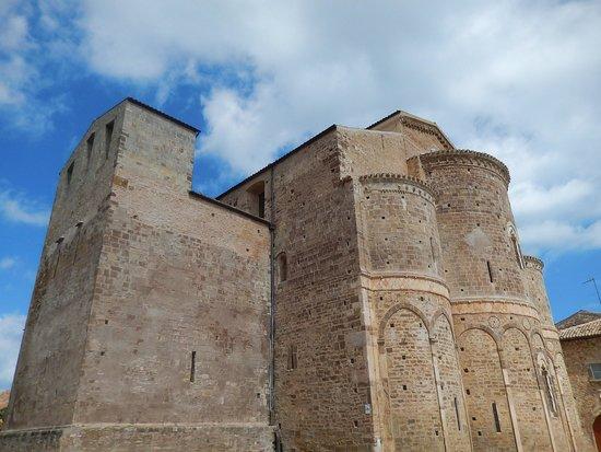 Abbazia di San Giovanni in Venere: sg in venere - abbazia - veduta laterale edificio