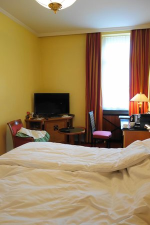 Fairmont Le Montreux Palace: Our very expensive room