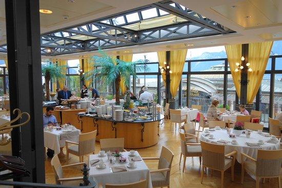 Fairmont Le Montreux Palace: Lovely Breakfast room